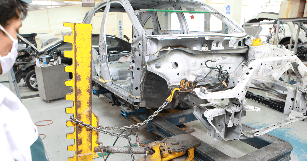 Car body shop. Frames repairs - straightening and pulling