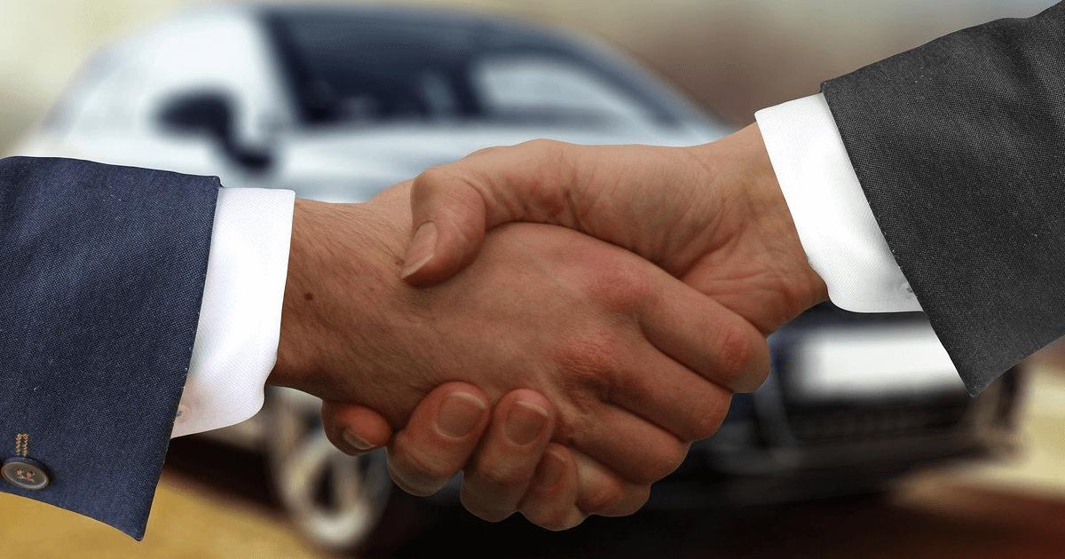 Selling a car - handshake, private seller and dealer